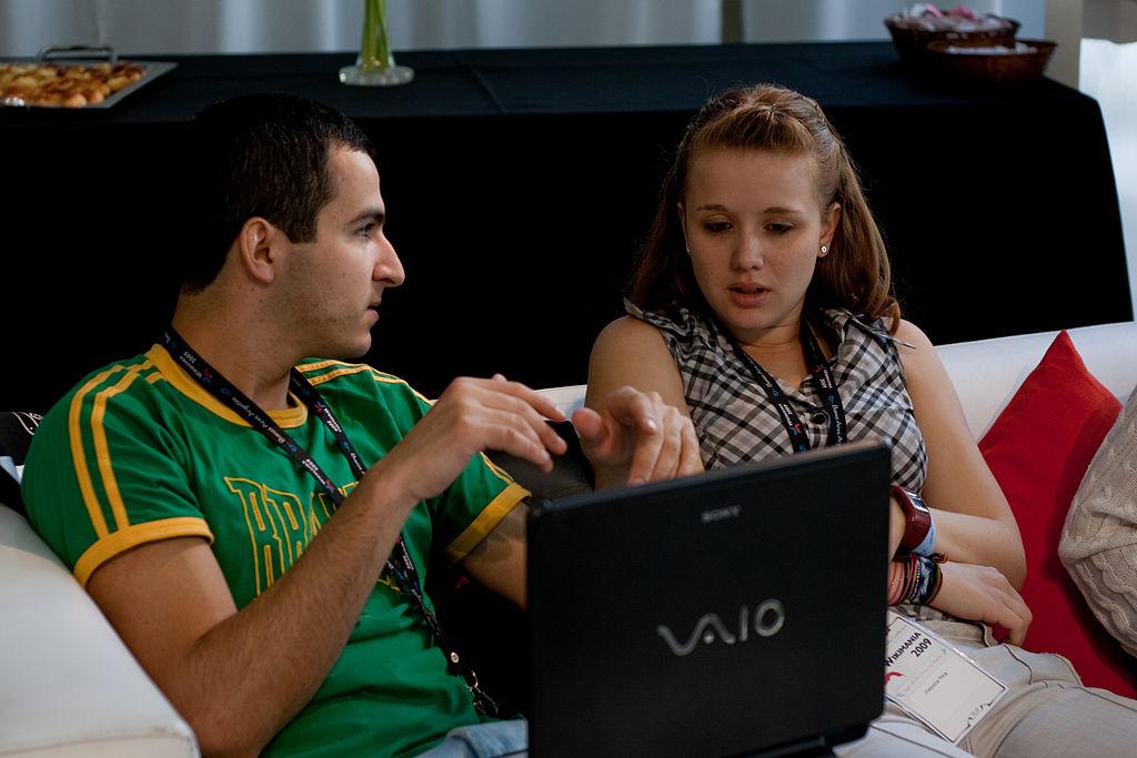 1024px-Wikimania_2009_-_Chatting_(7)